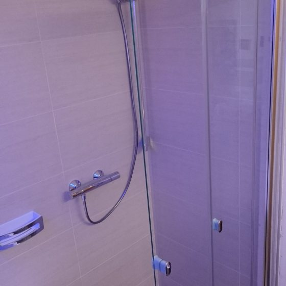 Dusch-Loesung mit bequemen Einstieg und viel Bewegungsraum