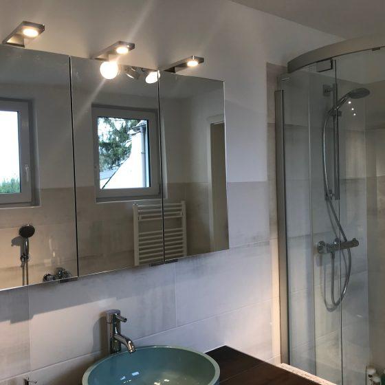Runddusche mit Schiebetüren für einen komfortablen Einstieg in die Dusche
