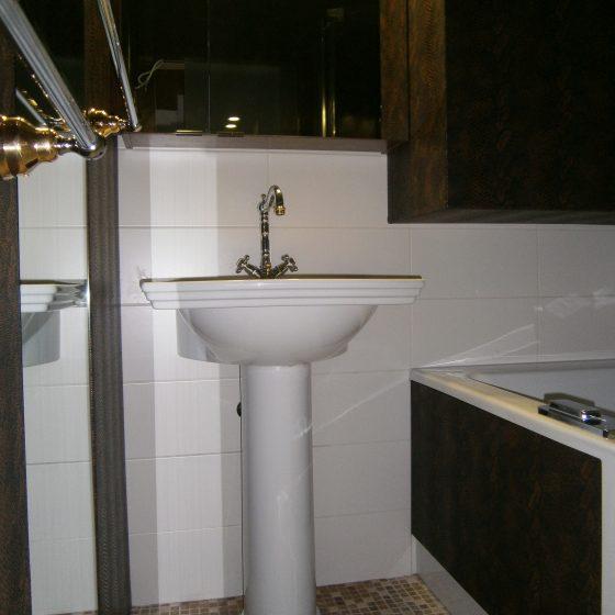 Standwaschbecken mit Nostalgie-Armatur
