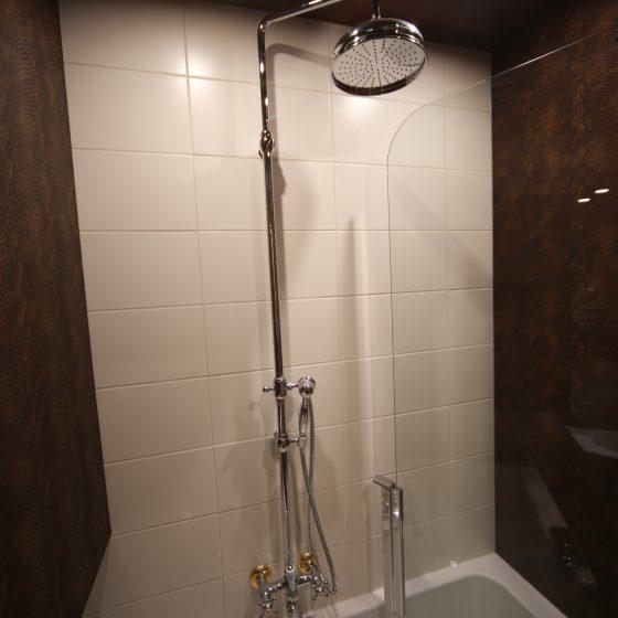 Duscharmatur mit Hand- und Kopfbrause