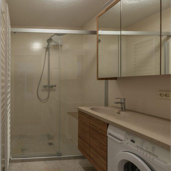 Dusche statt Wanne breiter Einstieg Echtglastuer Schiebetuer Schwalleiste