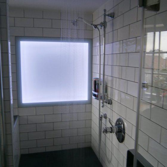 Dapfdusche mit LED-Lichtpaneel aus Sicherheits-Glas