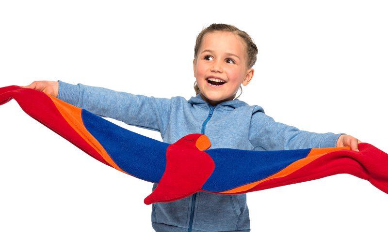 der Papagei Joaquin mit ausgebreiteten Flügeln