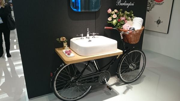 Unsere ISH-Nachlese Neuheiten und Trends Teil 3 – Fokus Extravagantes und Spannendes Aufsatz-Waschbecken auf Fahrrad montiert