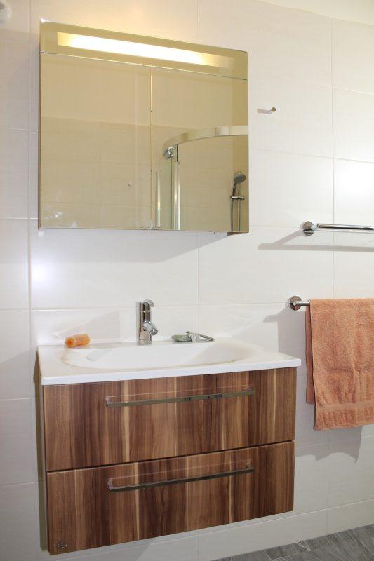 Burgbad Waschtisch Karin Spiegelschrank Glasablage und Handtuchhalter