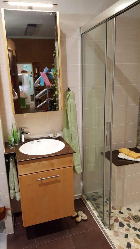 Abverkauf Ausstellungsstück Baduscho Duschverkleidung mit Schiebetür Serie Vision