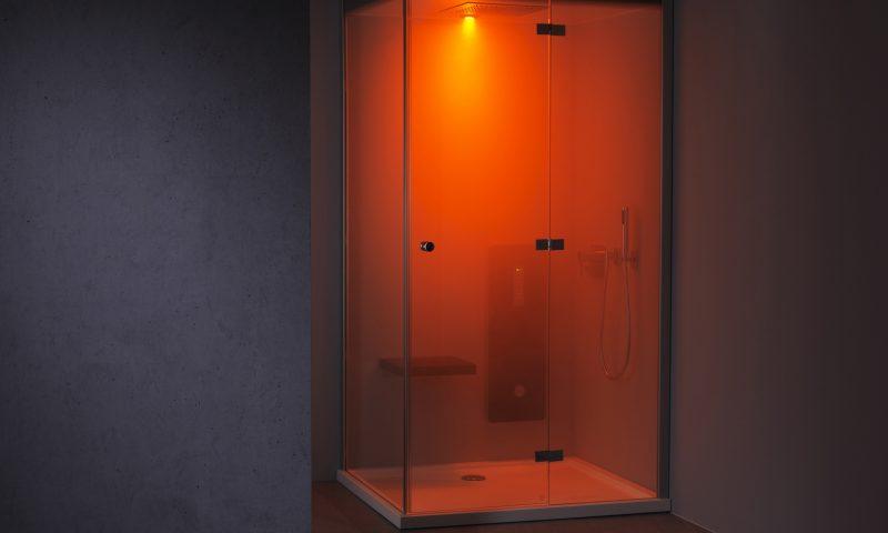 Wellness für Zuhause – die Dampfdusche Dampfbad in Betrieb mit rotem Farblicht