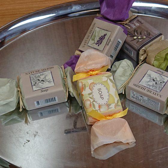 Seifenbonbons in Pastelltönen