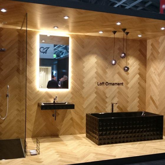 schwarz-goldenes Luxusbad