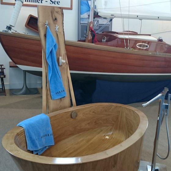 freistehende Holz-Badewanne