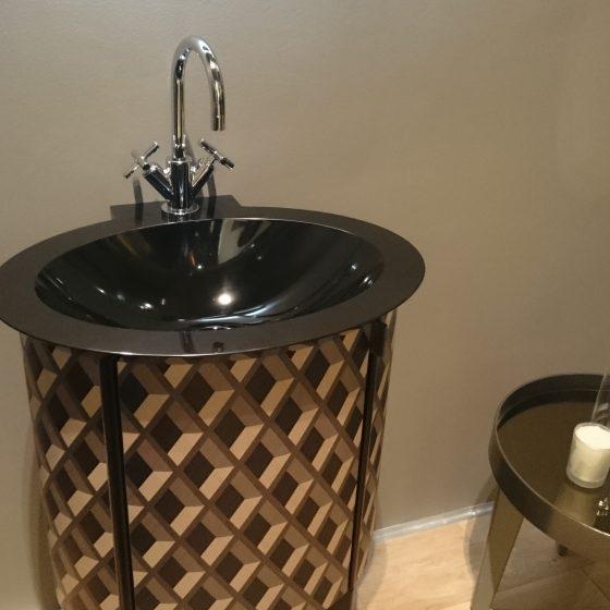 rundes Waschtisch-Möbel mit Intarsien zum Aufklappen