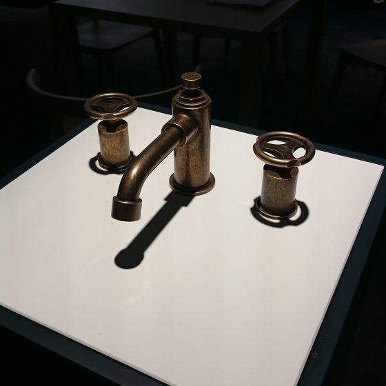 2-Griff-Armatur die an Ventile in einem Maschinenraum erinneren