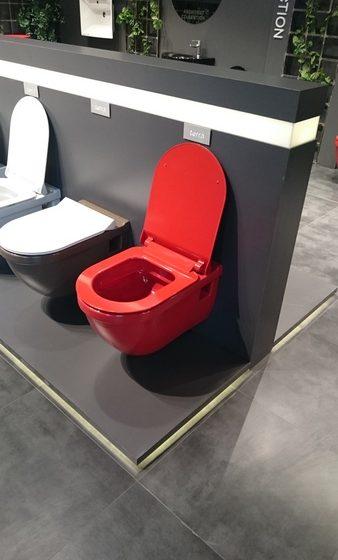 WC-Schale in Knallrot