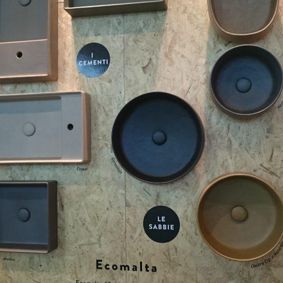 runde und eckige Aufsatz-Waschbecken in Erdtönen