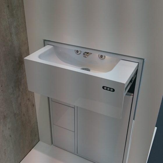 Modell eines ausfahrbahren Waschbeckens für Kleinst-Wohnung