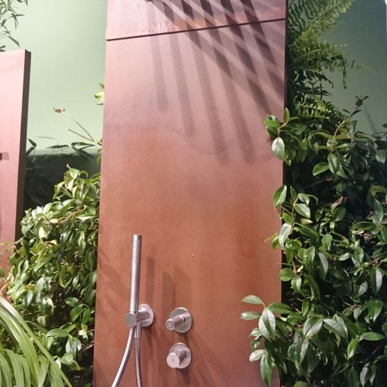 Kofpdusche in Form mehrere paralleler Rohrstücke