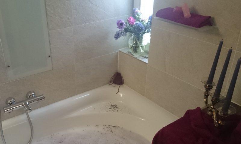 Badefest mit einem pflegenden Aromabad