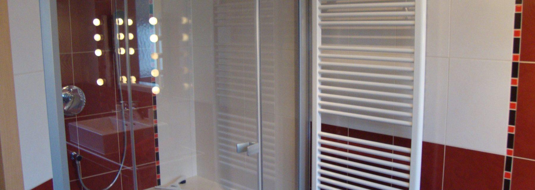 Badgewordene Träume - Dusche mit Ecksitzplatz