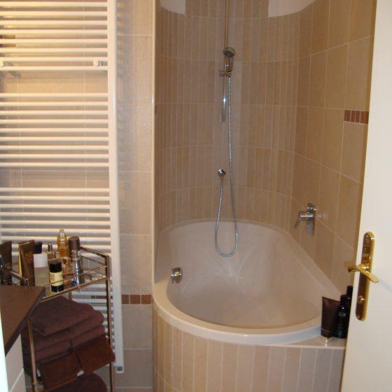 Badewanne in Nische eingebaut