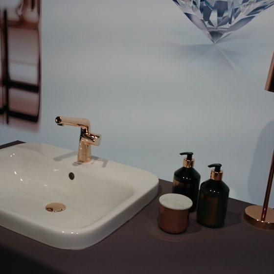 Waschtisch-Armatur in Rose-Gold mit seitlicher Bedienung